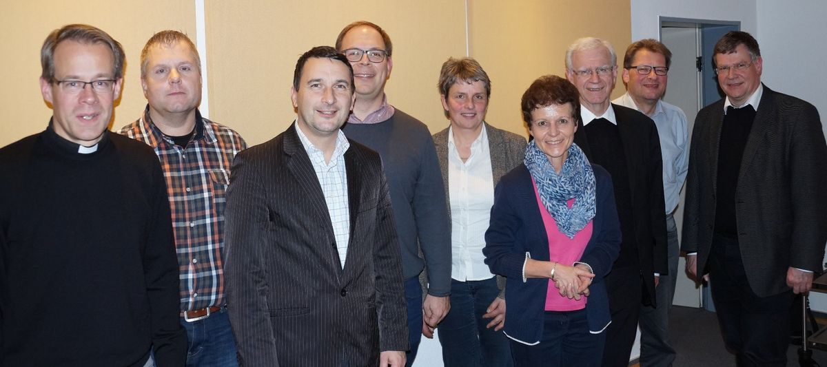 v.l.: Pfarrer Jan Kremer, Thomas Ebert, Steffen Flicker, Christoph Heigel, Beate Müller, Mechthild Struß, Generalvikar Prof. Dr. Gerhard Stanke, Egon Schütz, Domkapitular Christof Steinert